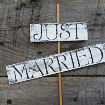 Just Married Distressed Wooden Sign, Rustic Wedding Decor, Wedding Centerpiece, Wedding Photo Prop, Wedding Cake Topper, Newlywed Sign