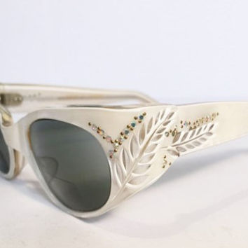 Vintage Pearl White Wrap Style Cateye Sunglasses Rhinestone Floral Detail, New Old Stock, 1960s Pearl White Lucite Wraparound Sunglasses,NOS