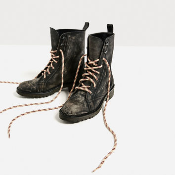FLAT LEATHER LACE-UP ANKLE BOOTS DETAILS