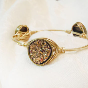 Druzy, Drusy Stones in Bronze Bezel on Wire Wrapped Bangle -  Acrylic Druzy, Drusy Stones on gold tone wire