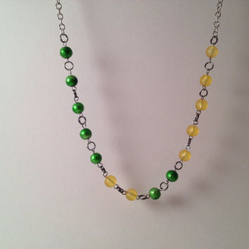 Green and yellow beaded minimalist necklace by MynisaUnique