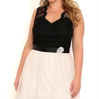 Plus Size Two Tone Short Prom Dress with Scalloped Lace Bodice