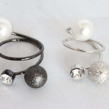 Sand texture twin round pearls with round diamante adjustable ring