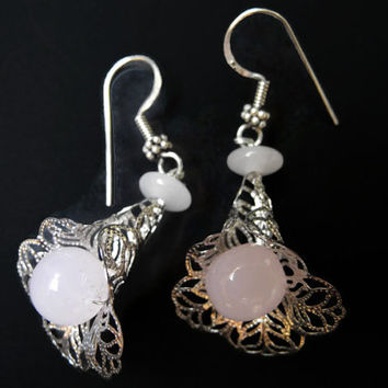 Pink rosequartz earrings, handmade beaded semi precious gemstone dangle ear rings, made of rosequartz and silver of florencejewelshop.