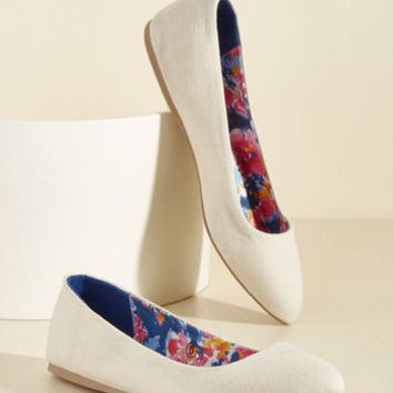 A Trot in Common Flat in Cream | Mod Retro Vintage Flats | ModCloth.com