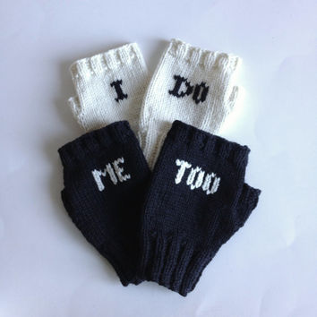 I Do and Me Too Fingerless Glove Set, Bride and Groom Glove Set for Wedding Gifts and Wedding Photo Props, Gifts for Winter Weddings