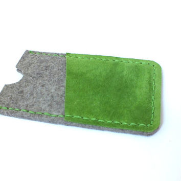 Iphone 6/6s sleeve. Pure wool felt with green suede leather iphone case. Eco-friendly phone case. Cell phone holster Handcrafted phone case.