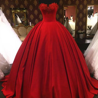 Charming Red Evening Dresses Vintage Lace Appliques Ball Gown vestido de festa Sweetheart Backless Long Prom Party Dress