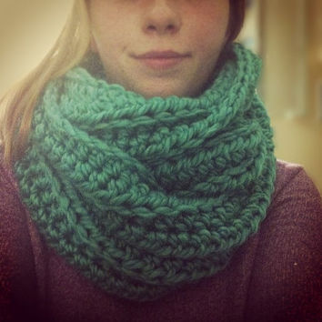 Sale Chunky Infinity Scarf in Emerald,  jade green scarf , knit circle scarf, vegan,yellow , unisex, fall accessories