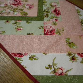 Red Rose Quilted Table Runner, Spring table topper, floral fabric runner, cottage chic table decor, quilted kitchen table mat, dining topper