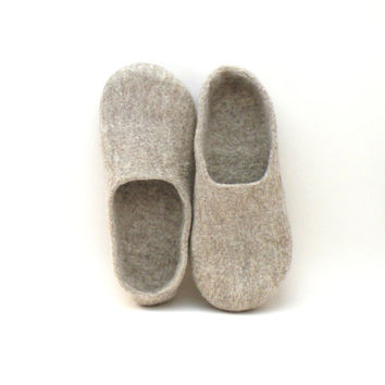 Felted slippers Neutral - natural beige wool clogs - made to order - cozy home shoes - eco friendly - autumn fall winter fashion
