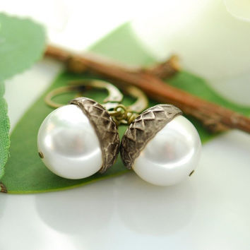 Little pearl acorns earrings by joojooland on Etsy