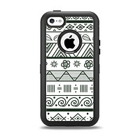 The Black & White Floral Aztec Pattern Apple iPhone 5c Otterbox Defender Case Skin Set