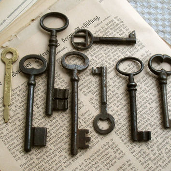 Antique and Vintage Keys - 8 Old Iron Keys -  Skeleton Keys - (T-25a).