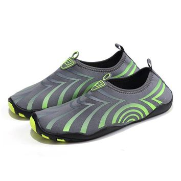 Men Drainable Sole Beach Water Shoes