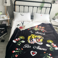 Gucci Trending Wool Conditioning Throw Blanket Quilt For Bedroom