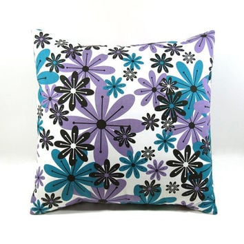 Pillow Cover - 14 x 14 - Daisies; Accent pillow/decorative pillow cover for sofa, dorm, bed, girls room, library/den ~ Throw Pillow