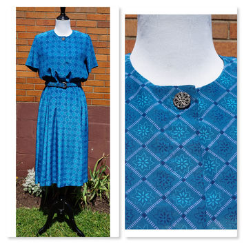 Vintage Leslie Fay Midi Dress, Full Skirt, 50s Style made in the 80s, Geometric Print, Belted, Decorative Button, Transitional, Short Sleeve
