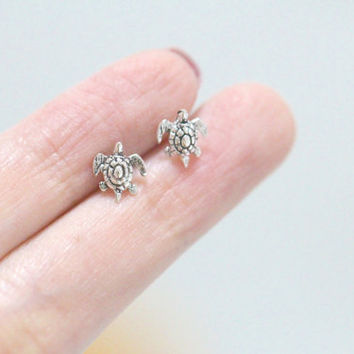 Sterling Silver Turtle Studs, Turtle Ear Studs, Tiny Turtle Earrings, Turtle Earrings, Cartilage Earring, Cartilage Stud, Helix Earring