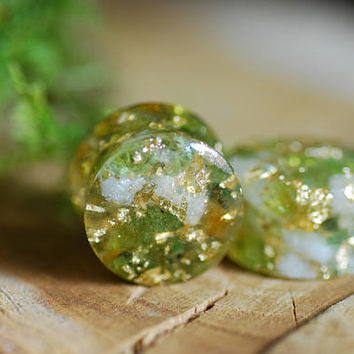 Peridot and Citrine Plugs, Green Gauges, Gemstone Plugs, 24K Gold Piercing, Wedding Gauges, Crystal Plugs, Nature Resin Gauges, Girly Plugs