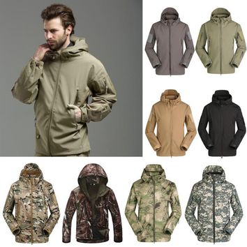 Windbreaker Mens Jacket Waterproof Windbreaker Raincoat Softshell Charge Hoodie Jacket Winter Fall Army Camouflage Coat Military
