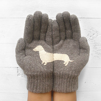 VALENTINE'S DAY Gift, Doxie Gloves, Sausage Dog, Dachshund, Wiener Dog, Dark Beige Gloves, Valentine's Gift, Lover Gift, Dog Lovers, Animals