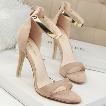 Retro Sexy Khaki  High-heels Suede Open-toed Sandals with Metal Buckle Word