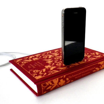 Shakespeare's Sonnets Book Charging Dock for by RichNeeleyDesigns