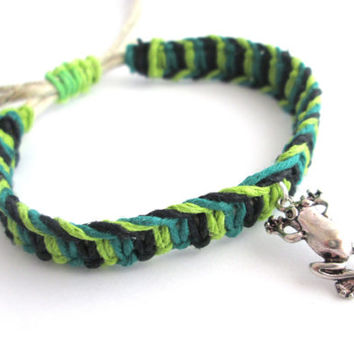 Frog Bracelet, Adjustable Jewelry, Hemp Bracelet, Fishbone Knot, Macrame Bracelet, Green and Black