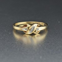 Retro 1970s Infinity Love Knot Diamond Ring