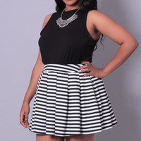 Plus Size Pleated Striped Mini Skirt - Black Stripe