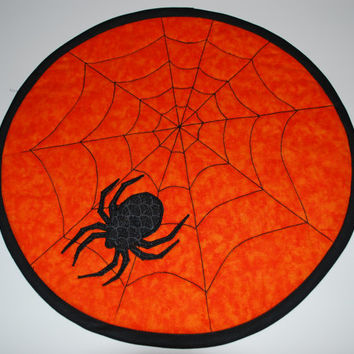 Halloween Table Topper, Quited Table Topper, Spider and Spiderweb, Black and Orange Round Table Topper