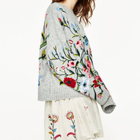 SWEATER WITH EMBROIDERED FLOWERS