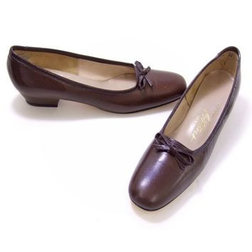 Brown Leather Shoes Vintage 1960s Mid Heel Bow Pumps NOS 7 1/2 Narrow