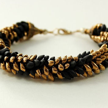 Black and Gold, Magatama, Kumihimo Bracelet