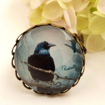 Round ring in bronze with beautiful raven motif, Halloween ring, Gothic ring, size adjustable, glass cabochon ring, bird ring, animal ring