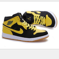 Nike  Air Jordan Retro 1 High Tops Contrast Sports shoes Black yellow hook H-CSXY