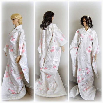 Unique Japanese Kimono Robe Silk Wedding Accessory Cherry Blossom Embroidered Bridal Cover up Cloak Kaftan 1970s Wedding Kimonos