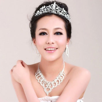 A bride jewelry diamond tiara palpitating with excitement eager to do sth. Korean Wedding Necklace three dresses wedding accessories (Color: Silver) = 1929786628