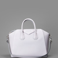 GIVENCHY ANTIGONA BAG IN SUGAR LEATHER WITH ONE ZIPPED POCKET AND TWO CASES INSIDE. HEIGHT:40CM WIDTH: 45CM DEPHT: 20CM