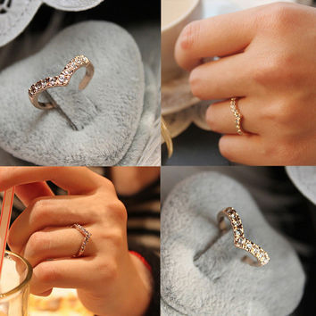 Drop Shipping Chic Unique Women Fine Jewelry Cute V Shaped Shining Crystal Ring Charming Jewelry RING-0050