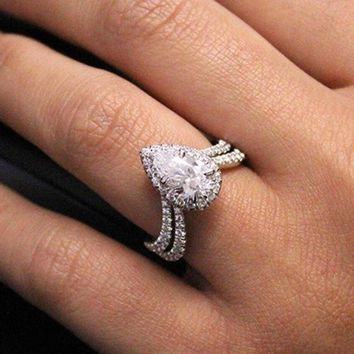 Huitan Romantic Wedding Engagement Ring with Clear Pear Shape Cubic Zirconia Prong Setting High Quality Jewelry Rings for Women