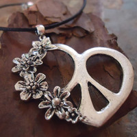 FLOWER POWER PEACE  narrow neck band with heart by AsaiBolivien 9,90 US$