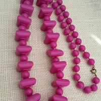 Vintage Retro Pink Plastic Bead Necklace - Retro / Art Deco / Fun Colorful Necklace / Cheery