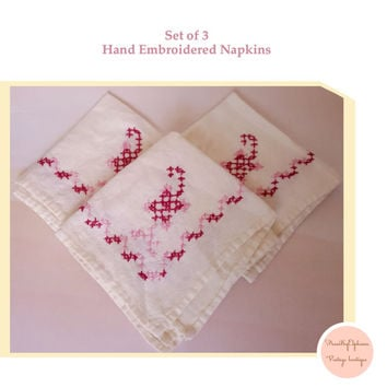 Vintage Hand Embroidered Vintage Napkins Pink and Mauve / Vintage Linens / Embroidered Napkins / Vintage Table Decor / Linen Napkins