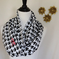 Monogrammed Black and white houndstooth Infinity scarf, houndstooth Infinity scarf, houndstooth scarf, infinity scarf, monogrammed gift