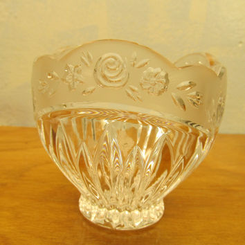 VINTAGE FENTON CRYSTAL DISH WITH ROSE PATTERN