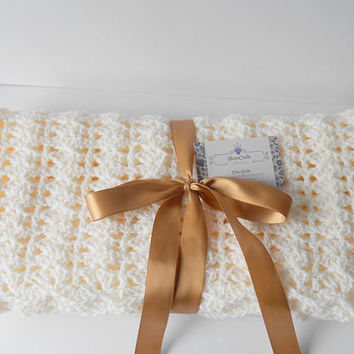 Cream Baby Afghan. Cream Baby Blanket. Neutral Baby Gift. New Baby Quilts. Baptism Blanket. Infant Newborn Boy. Photography prop.