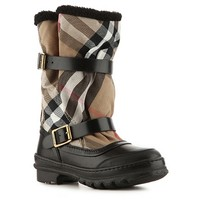 With clean classic style in mind, Burberry designs are contemporary displays of iconic British luxury. You can expect nothing less than luxurious perfection when you slip into this weather boot.