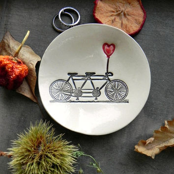 Wedding Ring Holder Bicycle Love Plate Tandem and Heart Ceramic Ring Dish Ivory Ring Pillow Custom Ring Bearer Bowl Eco Friendly Pottery